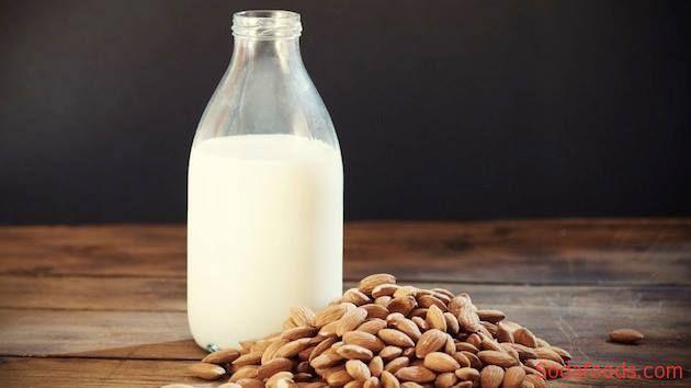 Cách làm sữa hạt hạnh nhân đơn giản